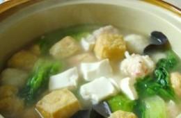 鸡汤丸子豆腐煲