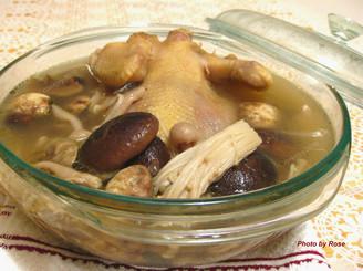 老母鸡煲冬菇汤
