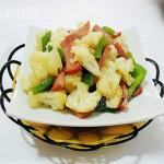 家庭营养美味佳肴——甜椒火腿炒花椰菜