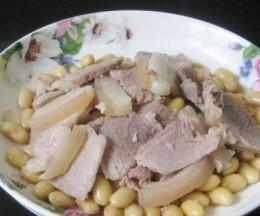 咸猪腿肉炖黄豆