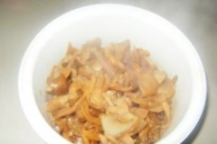 五花肉炖真姬菇