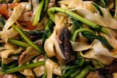 蘑菇肉丝蒲公英炒面