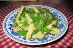 荠菜炒冬笋