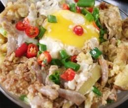 鱼肠煎蛋盖饭