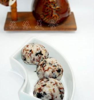 红米肉松海苔饭团