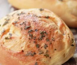 欧芹鲜奶面包