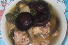菜干香菇煲鸡
