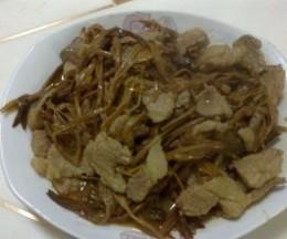 猪肉炖干金针菜