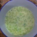 鸡蛋黄瓜牛奶羹