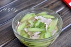 黄瓜汆里脊肉片
