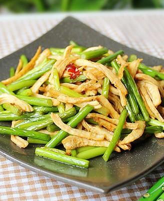蚝油蒜薹炒鸡丝