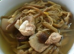 黄花菜山楂煲猪瘦肉
