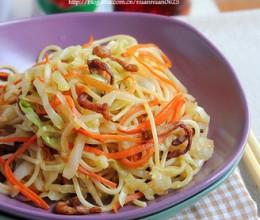 中式蔬菜肉丝炒意面