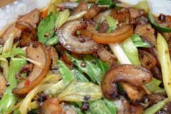 蒜香豆瓣炒猪皮