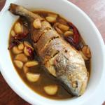 金蒜烧黄鱼