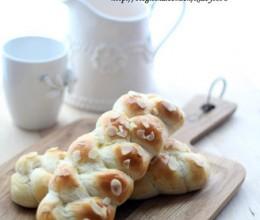 杏仁辫子面包