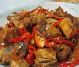 红辣椒丝炒腊鸡