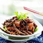 红烧茶树菇鸡块