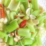 素炒芹菜百合