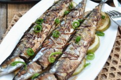 姜丝烤秋刀鱼