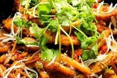 砂锅鸡脚煲