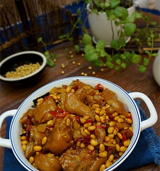 猪蹄儿焖黄豆