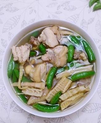 笋干甜豆煲鸡汤