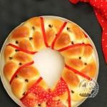 喜慶的三股辮子花環面包