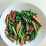 蒜苔炒素鸡