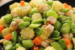 蚕豆玉米笋炒鸡肉