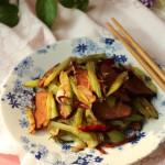 芹菜煸腊肉