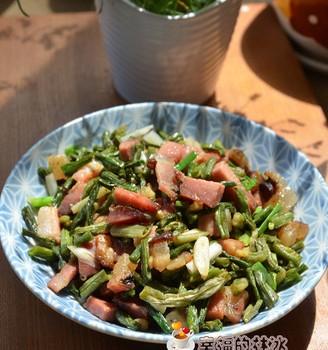 蔫豆角炒腊肉