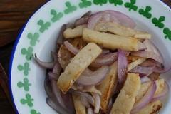 洋葱炒鱼饼