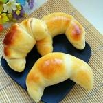 果酱牛角面包