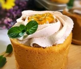百香果草莓奶油杯子蛋糕