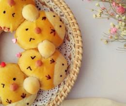 伪装成小鸡的熊宝宝挤挤面包