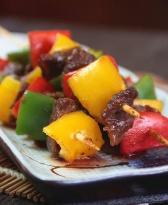 黑椒风味烤什蔬牛肉串