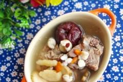 猪骨煲芡实黄芪汤