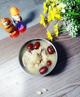 红枣百合筒骨汤