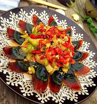 红椒茄子拌皮蛋