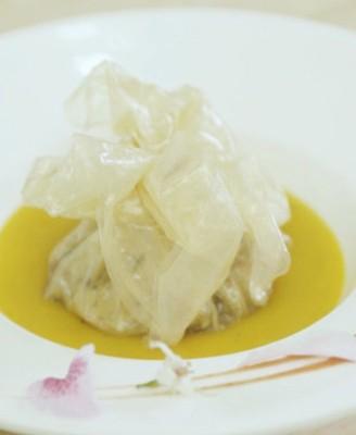 金汤浸石榴花