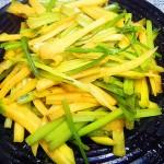 芹菜炒黄胡萝卜