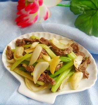 香芹百合炒牛肉