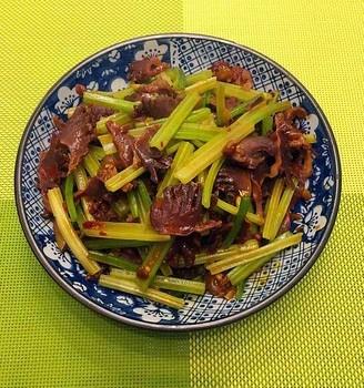 芹菜炒鸭胗