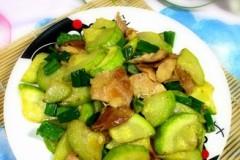 西葫芦炒鸡腿肉