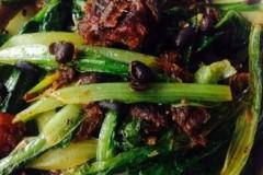 鲮鱼炒油麦菜