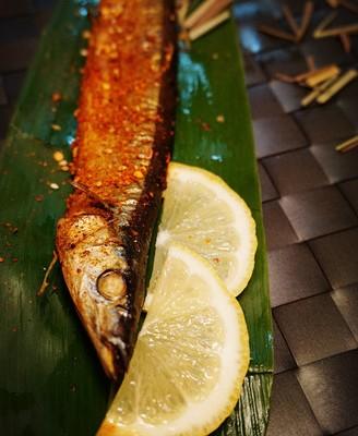 香茅草烤秋刀鱼