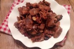 土鸡烧草菇
