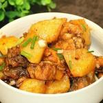 土豆炖鸡肉