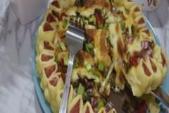 火腿肠花边披萨